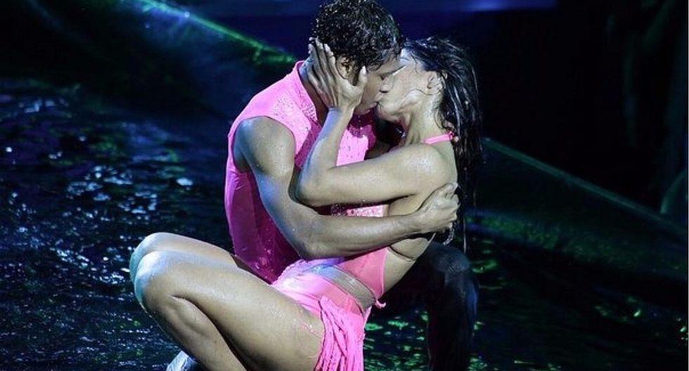 Karen Dejo y Waldir Felipa se dieron apasionado beso en El Gran Show (VIDEO)