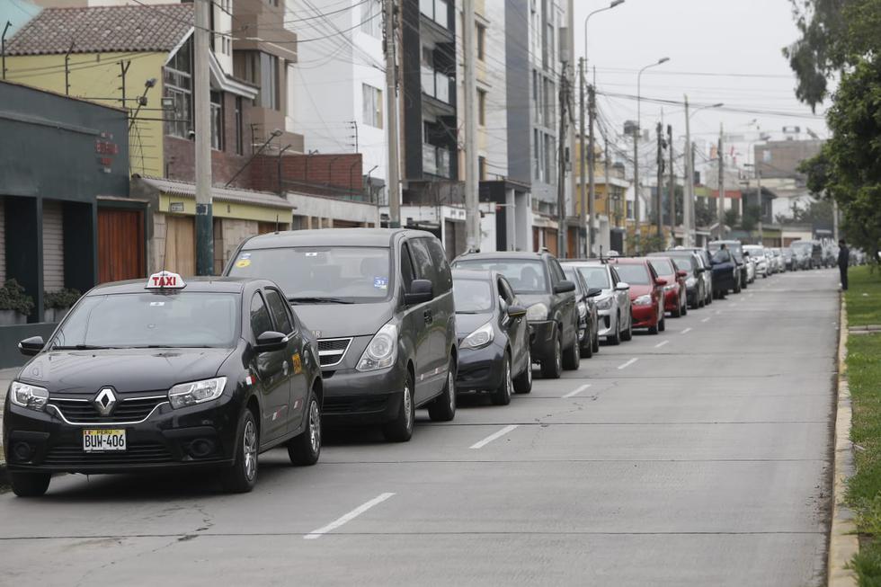 Esta mañana se reportaron largas colas de autos y camiones en diferentes distritos de Lima y el Callao, debido al desabastecimiento de gas licuado de petróleo (GLP), según informó el noticiero América Noticias. (Foto : Jorge Cerdan/@photo.gec)