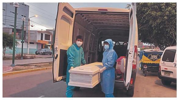 Nuevo récord de decesos en un día eleva a más de 800 los fallecidos por coronavirus solo en abril, el número más alto en 13 meses.