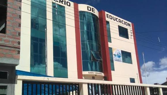 Los padres de familia llegaron hasta el local de la Unidad de Gestión Educativa Local (UGEL) Carabaya. (Foto: Juan Choquetocro)