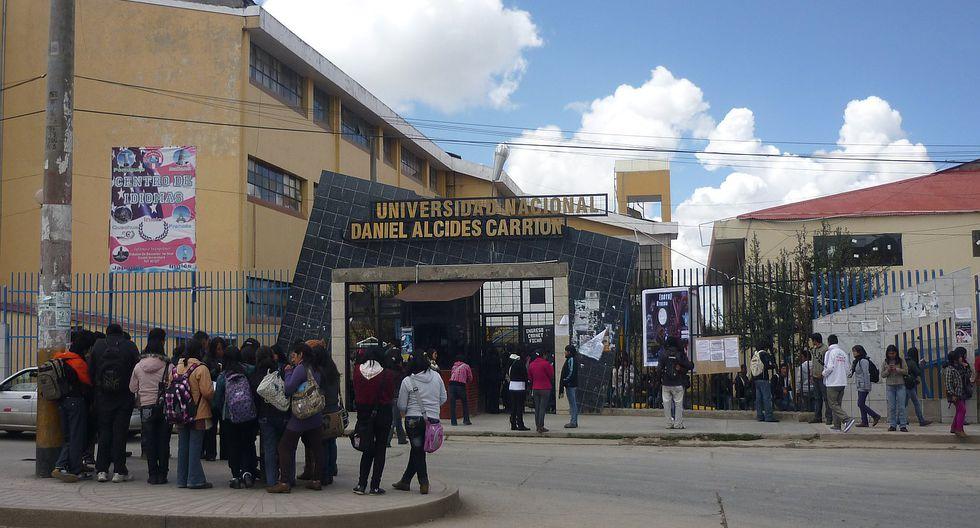 Estudiantes dejan campus universitario después de 9 días de la toma del local
