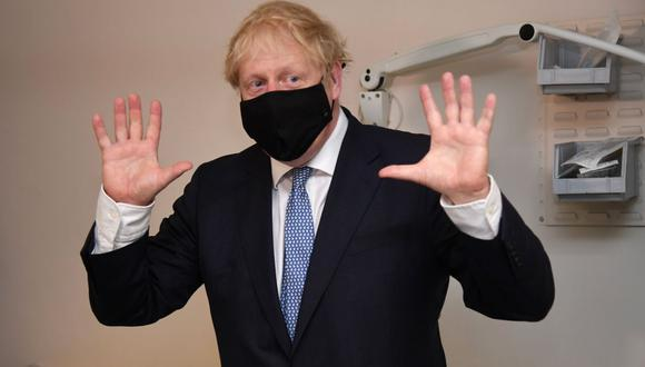 Boris Johnson se ha venido reuniendo con autoridades del fútbol de su país, así como con aficionados de los clubes respecto al proyecto impulsado por un puñado de grandes clubes de Europa. (Foto: AFP)