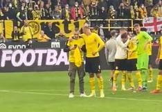 El carisma de Haaland: regaló su camiseta y luego festejó con un hincha del Dortmund (VIDEO)