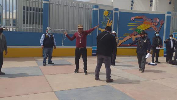 Los dirigentes se concentraron en los exteriores del estadio Guillermo Briceño. (Foto: Difusión)