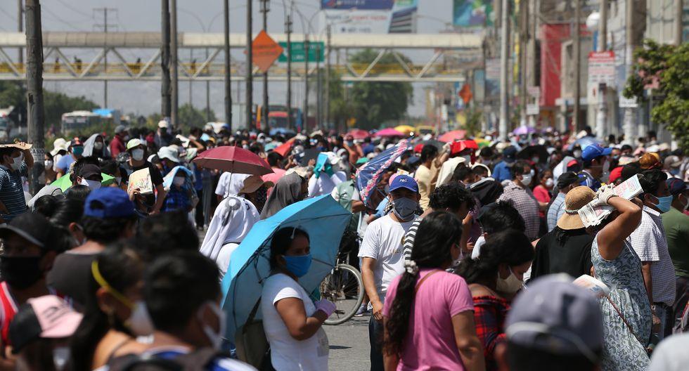Exteriores del mercado Huamantanga, en el distrito de Puente Piedra, durante el día 30 de cuarentena. Foto GEC
