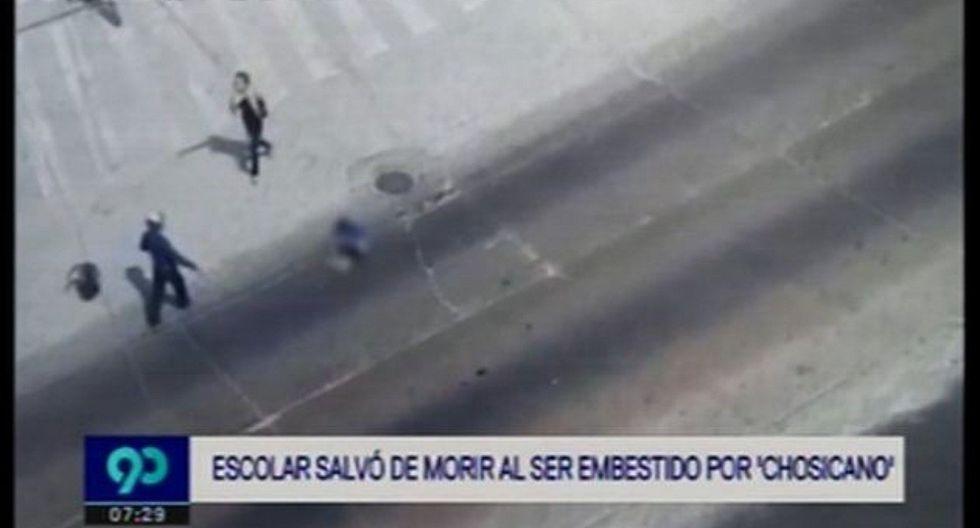 """Escolar salva de morir tras ser atropellado por """"Chosicano"""" con 18 papeletas en Carretera Central (VIDEO)"""