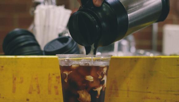 El termo mantiene tus bebidas favoritas a la temperatura adecuada durante largas horas, pero siempre debes limpiarlo. (Foto: StockSnap / Pixabay)