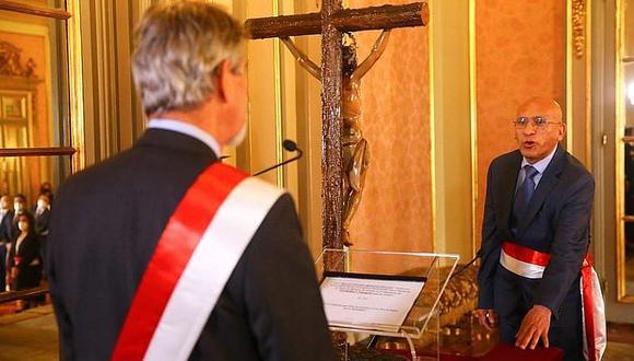 Ayacuchano Waldo Mendoza asume como ministro  de economía y finanzas