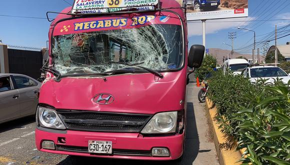 Bus de transporte urbano de Hunter choca con camión y una pasajera resulta heerida| Foto: Soledad Morales
