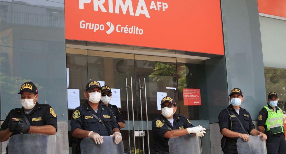 Según la norma, los trabajadores en actividad con este rango de sueldo podrán retirar hasta S/ 2.000 de su AFP en dos armadas mensuales, de S/ 1.000 cada una (Foto: Andina)
