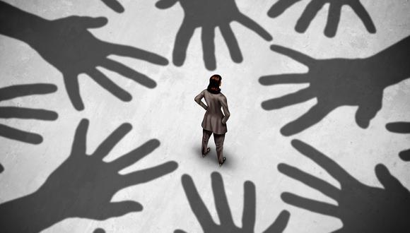 Las normas que regulan el hostigamiento sexual prevén que este también puede darse a través del contacto virtual. (Foto: iStock)