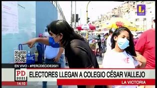 La Victoria: Hombre llega a centro de votación en estado de ebriedad para sufragar (VIDEO)