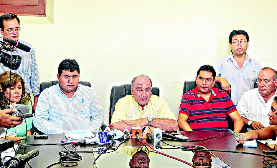 Fiscal pide 12 años de cárcel para exalcalde y exgerente de MPCh