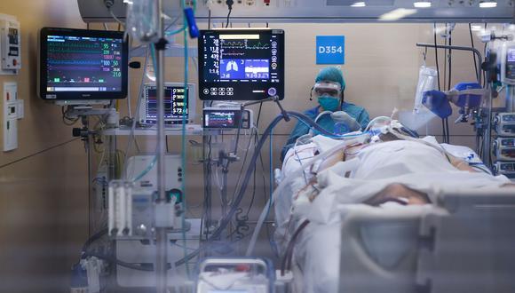 Coronavirus | Scott Miller | El hombre con covid-19 que se despertó de coma para enterarse que la pandemia había matado a su familia. Foto referencial: AFP / PAU BARRENA