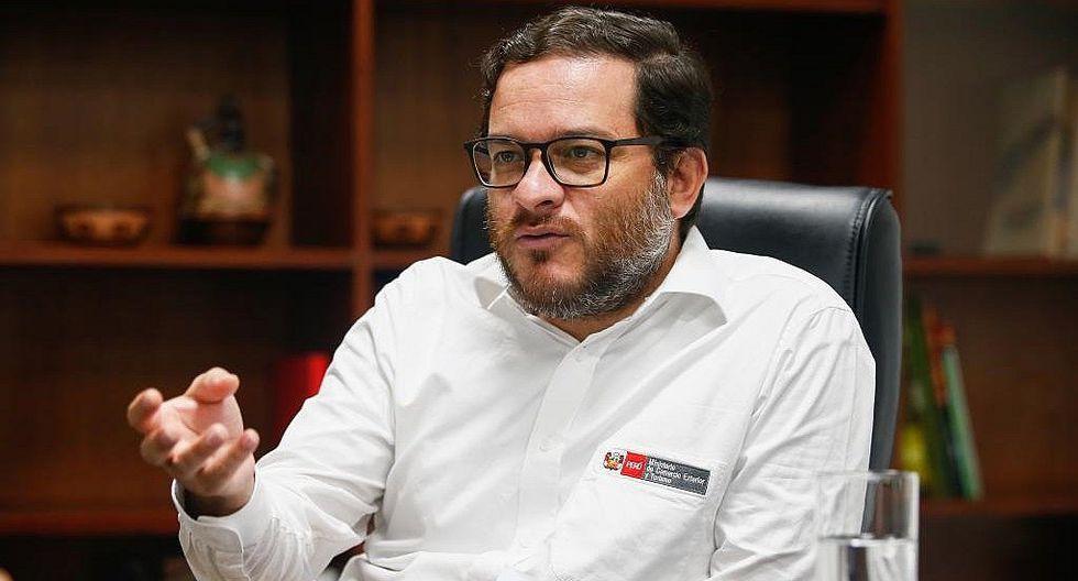 """Ministro de Comercio Exterior: """"El IGV de pasajes aéreos puede aportar al déficit de infraestructura"""""""