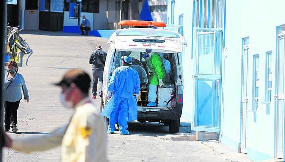 Hospital de EsSalud Carlos Alberto Seguín Escobedo colapsa