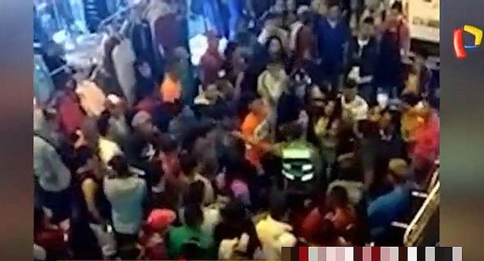 La Victoria: Mujeres extranjeras agredieron a policía en Estación Gamarra (VIDEO)