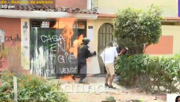 Violento desalojo se registró este miércoles en el distrito de Santiago de Surco. Foto: captura Latina