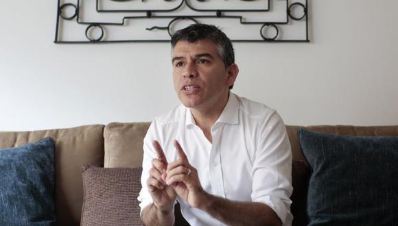 El líder del Partido Morado, Julio Guzmán, anunció la inscripción de su precandidatura presidencial junto a Flor Pablo y Francisco Sagasti. (Foto: GEC)