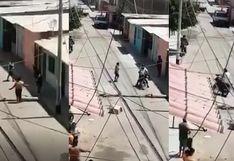 Vecina en Piura bloquea la calle con troncos para que respeten la cuarentena (VIDEO)