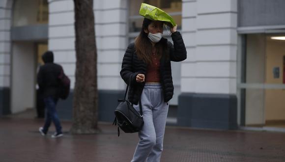 Se registró una fuerte llovizna y descenso en la temperatura en el primer día de invierno en Lima. | Foto: Hugo Perez /@photo.gec