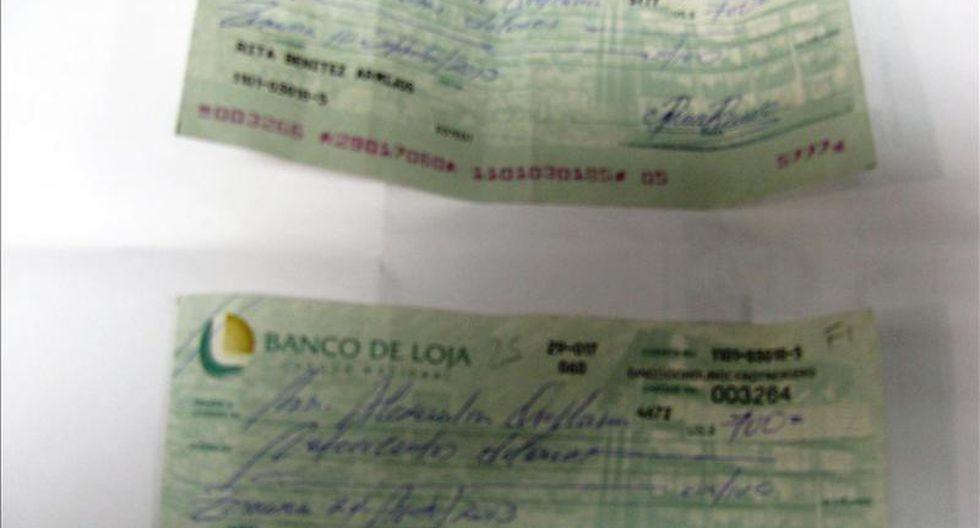 PNP incauta cientos de documentos falsos en el jirón Azángaro