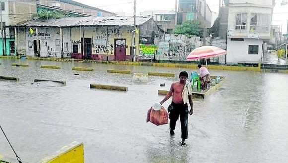 Calles de Tumbes se inundan ante ligera lluvia