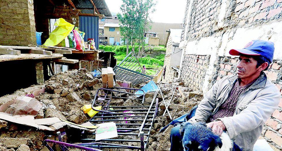 Lluvia destruye casa y cinco salvan de morir