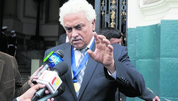 """Tras muerte de Guzmán, coronel (r) considera que SL ha llegado al poder y califica al Gabinete como """"filosenderista"""" pues mantiene a Iber Maraví como ministro de Estado"""