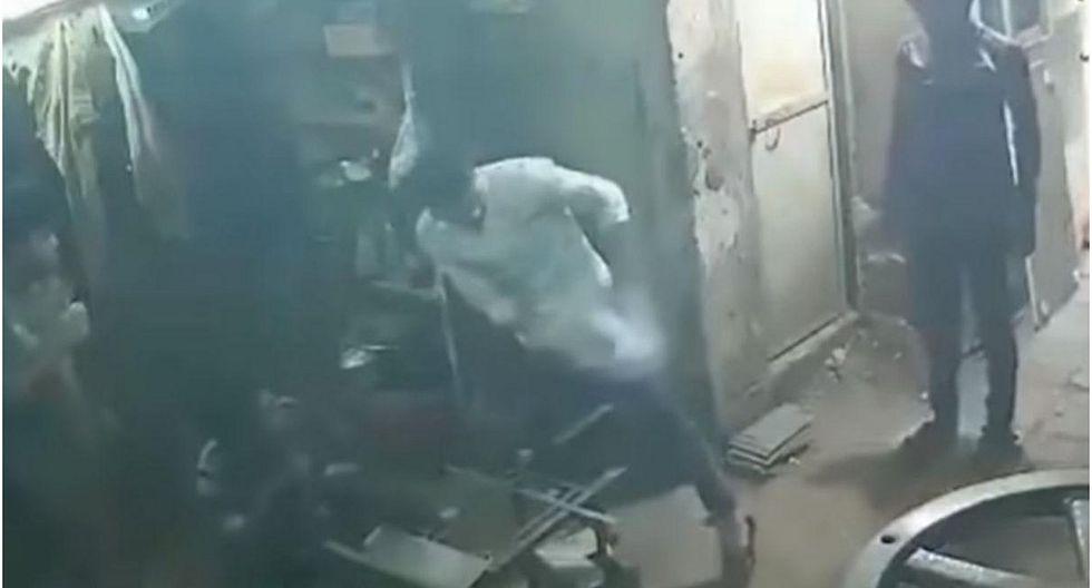 Celular estalla sorpresivamente en bolsillo de joven y cámaras de seguridad lo registran (VIDEO)