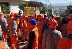 Obreros paralizan labores por falta de pago en obra de drenaje pluvial en Carmen Alto