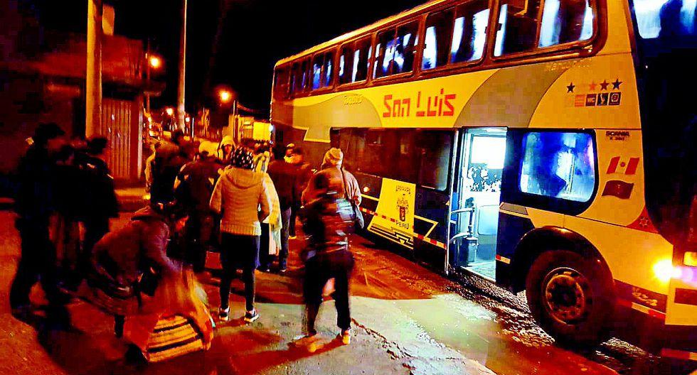 Colombianos ebrios armaron bronca en pleno viaje a Puno
