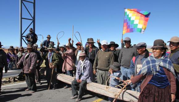 Aimaras cierran vía a la frontera con Bolivia