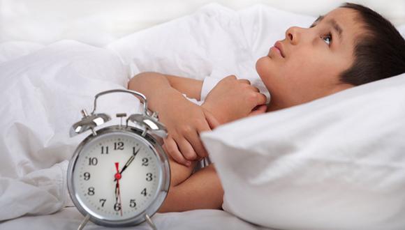 Estudio señala que dormir temprano a los hijos beneficia su salud mental
