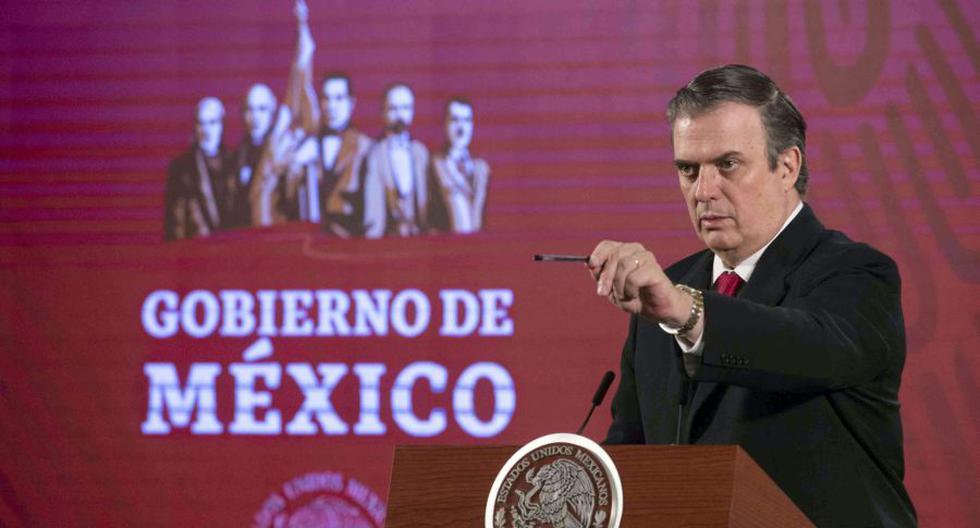 El ministro de Relaciones Exteriores de México, Marcelo Ebrard, ofreciendo una conferencia de prensa en el Palacio Nacional en la Ciudad de México, el 20 de marzo de 2020. (Foto: AFP).