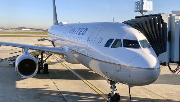 El anuncio de la aerolínea se enmarca en la gran campaña pública y privada que lleva a cabo en Estados Unidos para hacer que más y más gente se vacune. (Foto: Daniel SLIM / AFP)