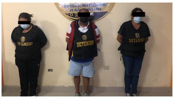 """Policía Nacional del Perú interviene a tres presuntos integrantes de la banda """"Los estafadores de la vacuna covid"""". (FOTO: PNP)"""