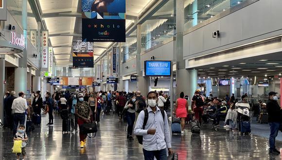 Estados Unidos exigirá un test de COVID-19 negativo a viajeros que lleguen al país en avión. (Foto: Daniel SLIM / AFP)
