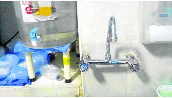 Emergencia: Con baldes y un grifo, hospitales sufren por falta de agua para atenciones