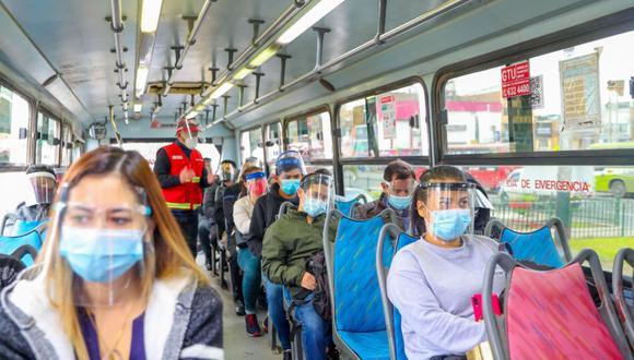 Pese a que se registre descenso de la temperatura debido al otoño, la ATU recordó mantener la ventilación las unidades de transporte regular como buses, microbuses y combis para evitar contagios de coronavirus. (Foto: Andina)