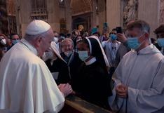El papa Francisco saluda a monja colombiana recién liberada en Malí tras años de secuestro