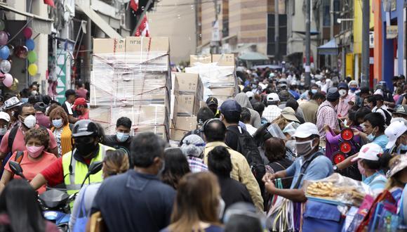 Titular de Salud señala que, según los estudios de seroprevalencia, un 65% de las personas que viven en Lima todavía es susceptible de ser contagiado de COVID-19. (Foto: Britanie Arroyo / GEC)