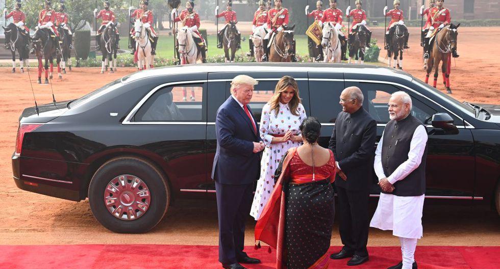 El presidente de la India, Ram Nath Kovind, su esposa Savita Kovind, el primer ministro Narendra Modi, el presidente de los Estados Unidos, Donald Trump y la primera dama Melania Trump, se saludan durante una recepción ceremonial en Rashtrapati Bhavan - El Palacio Presidencial en Nueva Delhi. (AFP)
