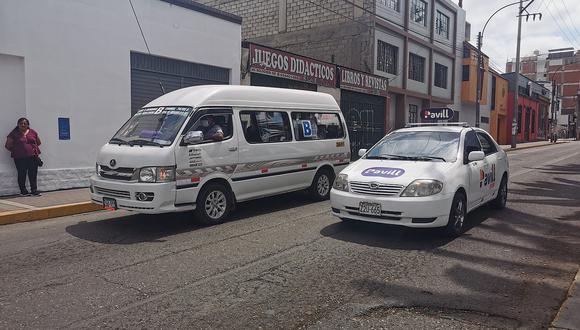 """Taxistas piden """"pico y placa"""" hasta que abran la frontera"""