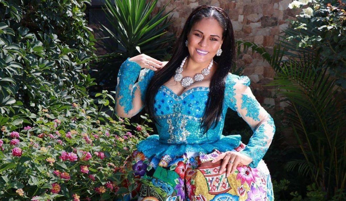 dina-paucar-cumple-30-anos-de-carrera-artistica-y-comparte-fotografia-de-su-primer-traje-folclorico