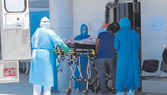 La mujer tenía las dos dosis de la vacuna Pfizer, pero presentaba complicaciones a los pulmones. Falleció en el hospital COVID de Sullana.