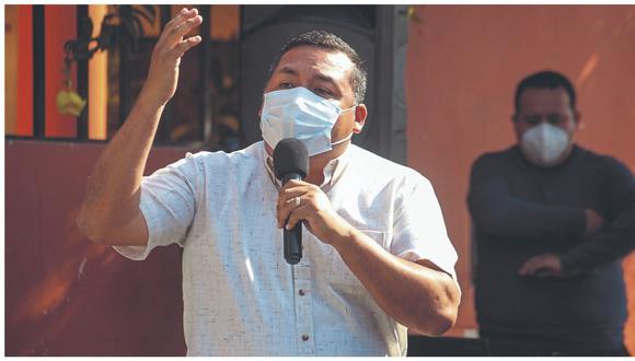 Tras reunirse con funcionarios del Ministerio de Salud, alcalde de Trujillo critica que más de dos mil trabajadores ediles que están en la primera línea serían inmunizados con dosis que queden de campañas anteriores. También solicitó reunión con presidente Sagasti.