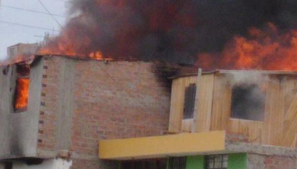 Fuego destruyó dos viviendas en Camaná