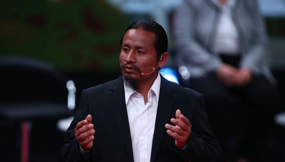 El congresista Alfredo Benites presentó una propuesta que busca impedir que los presidentes y vicepresidentes  dejen el país por un plazo de dos años luego del término de su mandato.