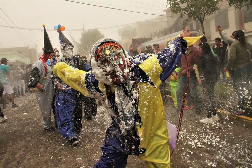 Cientos festejaron el viejo carnaval loncco de Cayma